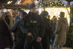 Полицейский патруль в немецком городе Оберхаусен после теракта в Берлине, Фото: ЧТК
