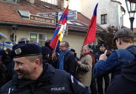 Мирослав Калоусек и Яромир Штетина с тибетским и чешским флагами, Фото: ЧТК