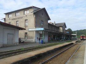 Hauptbahnhof in Mladá Boleslav (Foto: Vojtěch Dočkal, Wikimedia Commons, CC BY-SA 4.0)