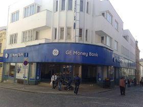Pobočka GE Money Bank ve Znojmě, foto: Takmocsekretovanej!, Wikimedia CC0 1.0