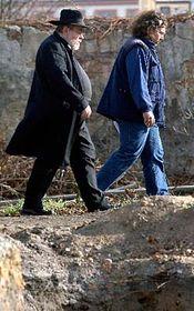 Rabín Karol Sidon (vlevo) při prohlídce pozemku plzeňského výstaviště, foto: ČTK