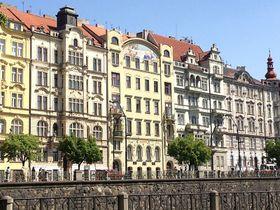 Вид на здание общества Hlahol со Слованского острова. Фото: Олег Фетисов