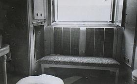 Окно, из которого 10 марта 1948 года был выброшен, выпрыгнул или выпал министр иностранных дел Ян Масарик, фото:  Центр документации тоталитарных режимов