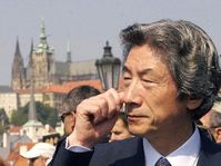 Primer ministro japonés, Junichiro Koizumi en Praga, foto: CTK