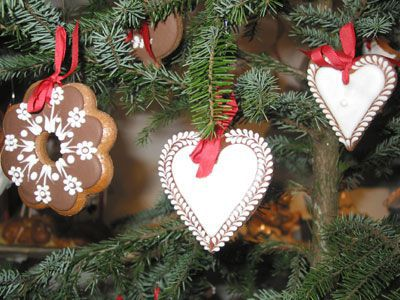 once the tree has arrived there are other professionals ready to give advice on the latest trend in decorations they rent not only tree and house - Rent Christmas Decorations