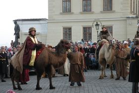 Procession of three kings on camels at Prague Castle, photo: Martina Schneibergová