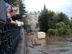 Los turistas en Praga, agosto de 2002