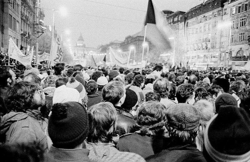 Вацлавская площадь, ноябрь 1989 г., фото: Gampe, Wikimedia CC BY 3.0
