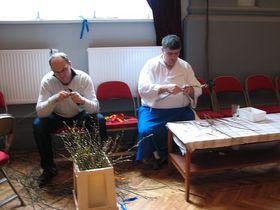 Bearbeitung der Osterruten (Foto: Martina Schneibergová)