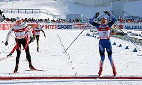 Olga Savialova, (right), of Russia and Katerina Neumannova, (left), reacts after finishing the women's Pursuit 7.5km classical and 7.5km free event in Sapporo, photo: CTK