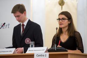 Kamil Polański und Denisa Ivanovová (Foto: Vladimír Šimíček, Archiv des Wettbewerbes Jugend debattiert)