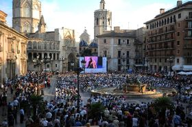 Vista de la ópera Tosca en la Plaza de la Virgen de Valencia