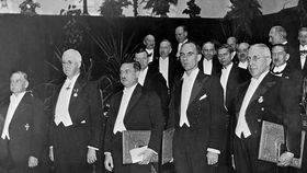 Nobelpreis-Zeremonie 1936, Victor Franz Hess ganz rechts (Quelle: Wikimedia Commons CC-BY-3.0)