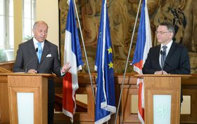 Министр иностранных дел Чешской Республики Любомир Заоралек (справа) со своим французским коллегой Лораном Фабиусом (Фото: ЧТК)