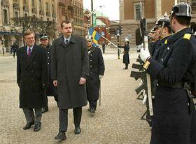 Švédský ministr obrany Björn von Sydow přivítal českého kolegu Jaroslava Tvrdíka, photo: ČTK