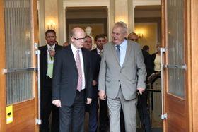 Bohuslav Sobotka y Miloš Zeman, foto: archivo del Gobierno Checo