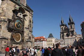 La place de la Vieille Ville et l'Hôtel de ville de la Vieille Ville avec horloge