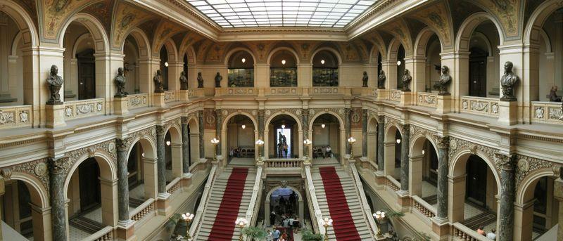 Vstupní hala vNárodním muzeu, foto: Aylorion, Wikimedia Commons, CC BY-SA 2.0 DE