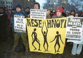 Чехи выразили поддержку чеченцам на пражской Площади Мира (Фото: ЧТК)