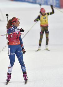 Gabriela Koukalová y Laura Dahlmeier, foto: ČTK