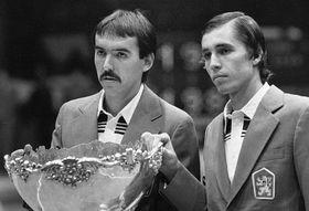 Tomáš Šmíd (vlevo) aIvan Lendl sDavisovým pohárem - vítězství vr. 1980, foto: ČTK