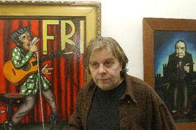 Властимил Тршешняк на выставке своих картин (Фото: ЧТК)