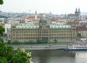Gebäude des Industrieministeriums (Foto: Gampe, Public Domain)