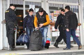 Группа иракских беженцев, задержанная чешской полицией вблизи чешско-немецкой границы, Фото: ЧТК