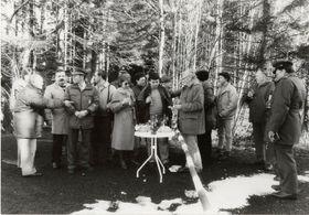 Erstes Treffen am Schlagbaum in Mähring / Broumov am 22. Februar 1990 (Rosa Schöner mit Sonnenbrille)