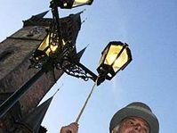Lamp-lighter Vaclav Vavra, photo: CTK