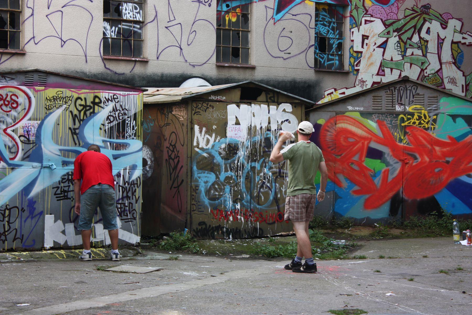 El Graffiti Arte O Vandalismo Radio Praga - Graffitis-en-casa