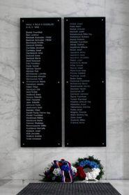 Nueva placa conmemorativa con nombres de las víctimas de la Insurrección de Praga, foto: Šárka Ševčíková