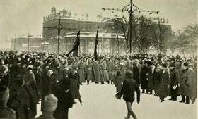 Demonstration in Petrograd (Foto: Stinton Jones, Public Domain)