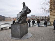 Smetana-Statue an der Moldau in Prag (Foto: Jorge Láscar, CC BY 2.0)