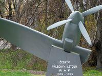 Памятник чехословацким лётчикам в г. Ческе–Будеёвице, фото: cheva, CC BY-SA 3.0