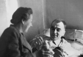 Za války se Horákovi zapojili do odboje. Gestapo je oba zatklo, odděleně strávili takřka pět let vněmeckých věznicích. Bohuslav byl po návratu domů tak zesláblý, že musel na několik týdnů do nemocnice, kde kromě jiného podstoupil transfuzi krve. Foto: Archiv Jany Kánské