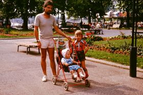 Dieter Müller mit Kindern in Dresden 1983 (Foto: Familienarchiv Dieter Müller)
