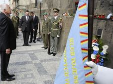 Ce lundi, une commémoration et une messe, en présence du président de la République Václav Klaus, se sont tenues sur le lieu du drame dans l'église orthodoxe Saints-Cyrille-et-Méthode, photo: CTK