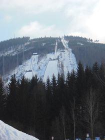 Schanzen in Harrachov (Foto: PatrikPaprika, Wikimedia Commons, CC BY-SA 3.0)