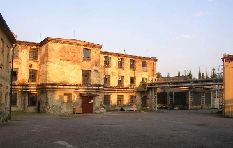 La fábrica de Schindler sigue en pie... (Foto: Miaow Miaow, Wikimedia Commons, Public Domain)