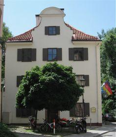 Haus des Deutschen Ostens (Foto: Rufus46, Wikimedia Commons, CC BY-SA 3.0)