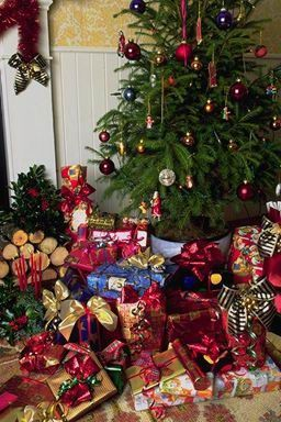 which adults received free from the socialized firms as a christmas bonus from the state recently the preferred decorations have become natural - 1980s Christmas Decorations