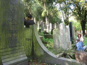 Ustek's Jewish cemetery