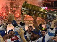 Kometa Brno, Leoš Čermák with a cup for the winner, photo: ČTK