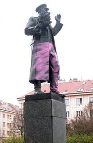 Marshal Koněv's statue in Prague 6 was repeatedly vandalized, photo: Czech Television