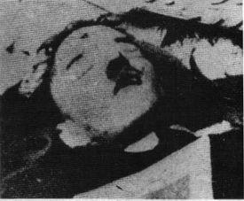 El 30 de abril, Hitler se suicidó en su búnker en Berlín