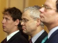 Stanislav Gross, Vladimír Špidla a Alexander Vondra na zasedání Bezpečnostní rady státu, Foto: ČTK