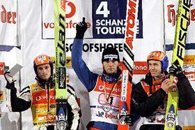 Zleva: Nor Roar Ljökelsöy, Fin Janne Ahonen aJakub Janda, foto: ČTK