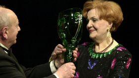 Ludmila Dvořáková recibe el Premio Thálie (2002), foto: ČT