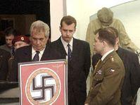В вернисаже приняли участие Милош Земан (налево) и Ярослав Тврдик (в середине), Фото: ЧТК